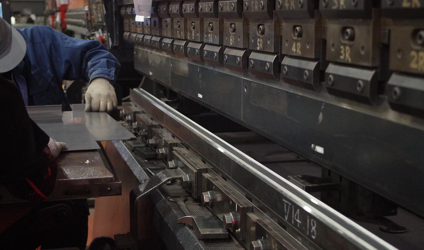 鉄を曲げるベンダー